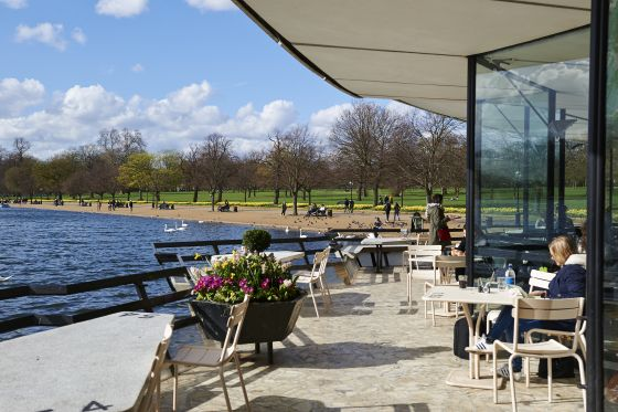 Outside dining at Serpentine Bar & Kitchen